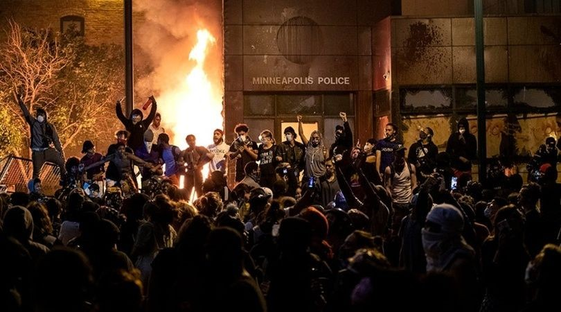 EE.UU: la protesta por la muerte de George Floyd que incendió Minneapolis